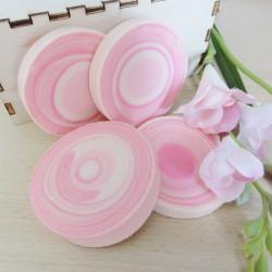 Seife selber machen - Runde Seife mit Trichter selber machen