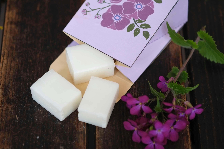 Selbst gemachte Kosmetik verschenken Verpackungen für Seifen