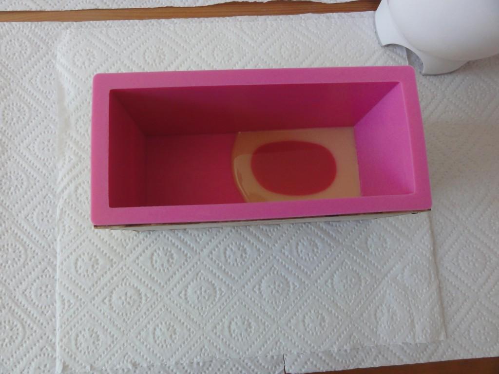 seife marmorieren faux funnel swirl seife selber machen naturseife und kosmetik selber machen. Black Bedroom Furniture Sets. Home Design Ideas